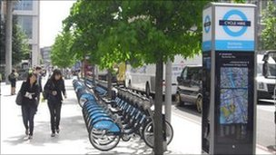 Cycle hire docking station