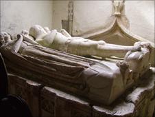 Gronw Fychan (tudur)'s tomb