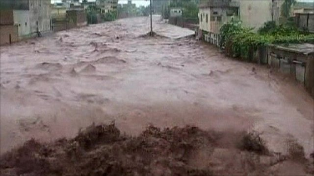 monsoon in pakistan After a dry spell in india and a fatal heat wave in pakistan, heavy monsoon rains flood parts of india and pakistan, causing traffic havoc in mumbai and claimed at least two lives in.