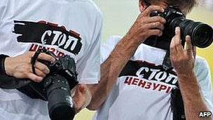 Stop Censorship! journalists at Yanukovych press conference, 4 Jun 10