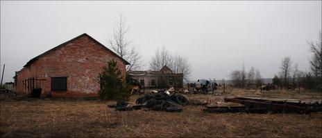 Chernobyl abandoned farm (Image: T Mousseau)