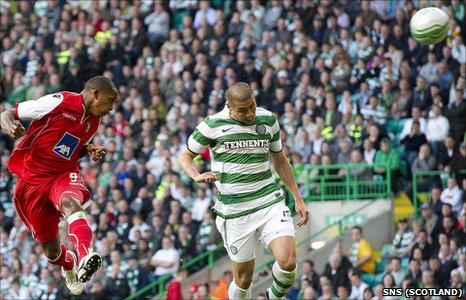 Paulo Cesar heads Braga into a 20th minute lead at Celtic Park