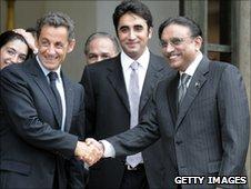 Asif Zardari's son Bilawal stands between him and French President Nicolas Sarkozy