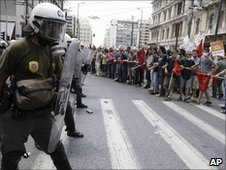 Riot police confront protesters in Athens 29.6.10