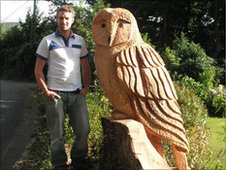 Tree Surgeon Nick Barlow with his sculpture 'The Owl'.