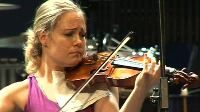 Leila Joswfowicz in rehearsals for the Proms