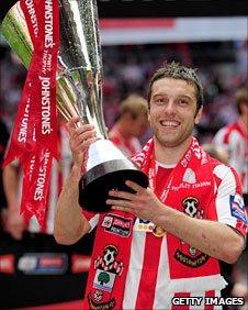 Southampton's Rickie Lambert lifts the Johnstone's Paint Trophy
