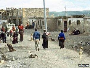 Street in Tibetan settlement (Image: Wang Qian)