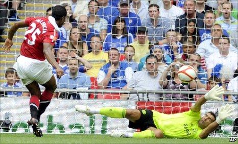 Antonio Valencia scores