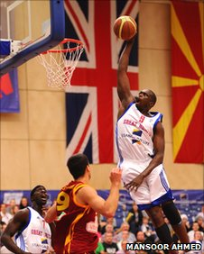 Luol Deng goes for a slam dunk. Photo by Mansoor Ahmed.