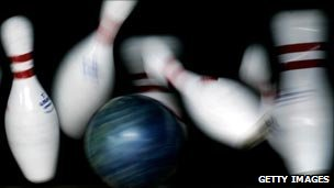 Ten pin bowling