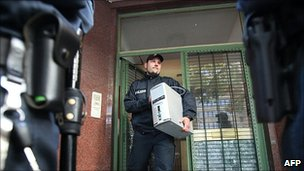 Police officer removes computer from Taiba mosque in Hamburg, 9 Aug 10