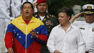 Hugo Chavez (left) and Juan Manuel Santos in Santa Marta, 10 August 2010
