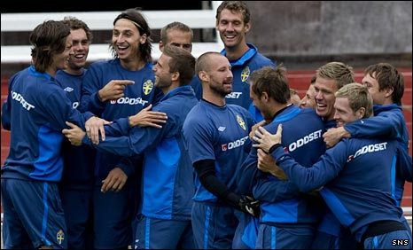 Zlatan Ibrahimovic has fun with his Sweden team-mates