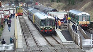 Trains at Duffield station
