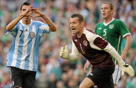 Angel Di Maria, Shay Given and Richard Dunne