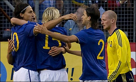 Zlatan Ibrahimovic (left) celebrates with his Swedish team-mates