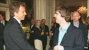 Tony Blair and Noel Gallagher at Downing Street in 1997
