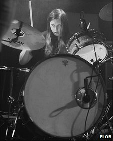 Mike Sheils, drummer of The Brownies (Photo: Flob)