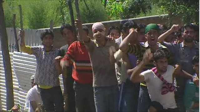 Campaigners in Kashmir jeer at police