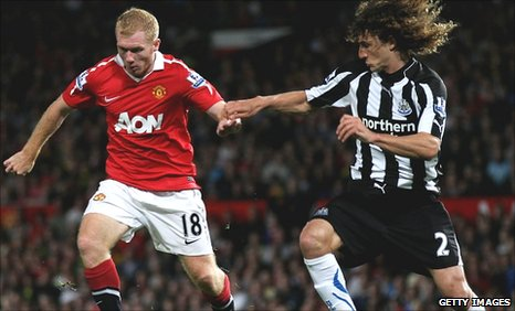Paul Scholes and Fabricio Coloccini