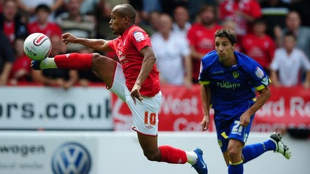 Rob Earnshaw of Nottingham Forest controls under pressure from Federico Bessone