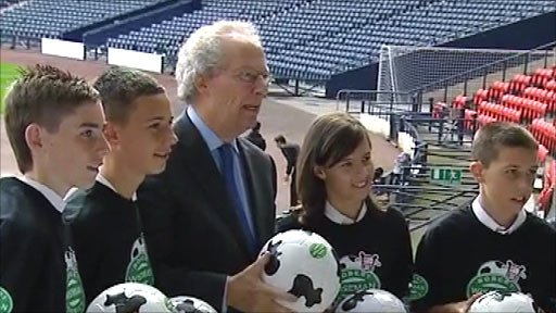 Scottish football review autor Henry McLeish (centre)