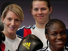 Amanda Coulson (l), Savannah Marshall, Nicola Adams (r)