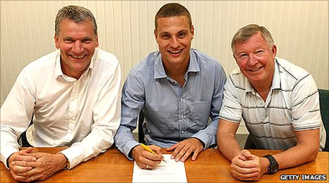 L-R: David Gill, Nemanja Vidic and Sir Alex Ferguson