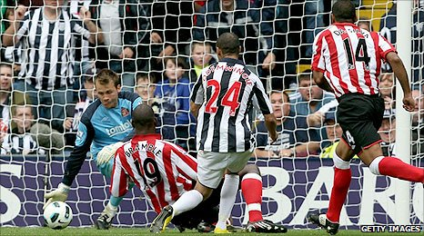Peter Odemwingie scores the winner