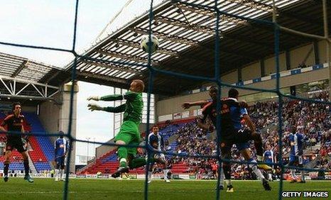 Salomon Kalou scores for Chelsea