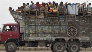 Pakistani familes reaching Hyderabad - 22/08/2010