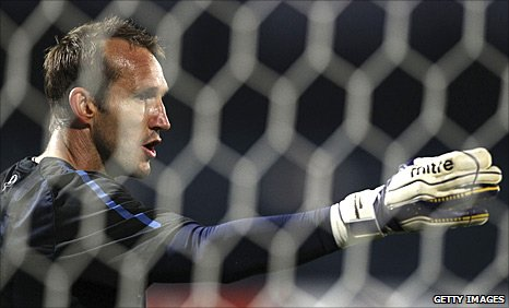 Mark Schwarzer in action for Australia