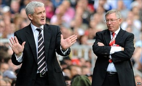 Fulham boss Mark Hughes (left) takes a point off his former boss Sir Alex Ferguson