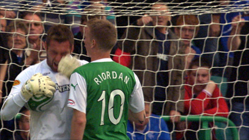 Rangers goalkeeper Allan McGregor and Hibernian forward Derek Riordan