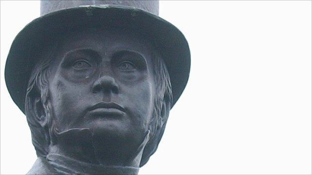 Isambard Kingdom Brunel statue [Picture courtesy of Western Telegraph]