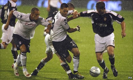 Bobby Zamora (left) and Clint Dempsey (centre) both scored for Fulham