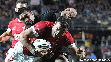 Jamie Roberts scores against New Zealand last month