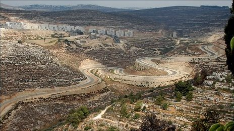 Agan Ha'ayalot settlement, with the West Bank barrier below (photo: Martin Asser)