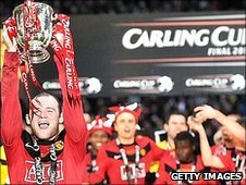 Wayne Rooney lifts the carling Cup for Manchester United