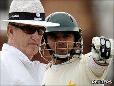 Tony Hill, Azhar Ali and Umar Akmal