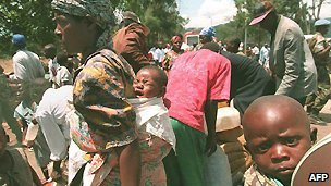 Rwandan Hutu refugees wait at the Zairean (now DR Congo) border post of Goma - 22 August 1995