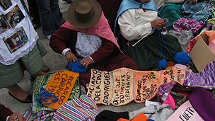 Women knitting at the Palace of Justice, Lima
