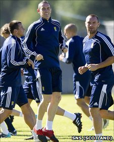 David Weir in training with his Scotland team-mates