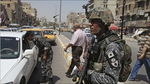 Iraqi police officers on patrol in Baghdad (31 August 2010)