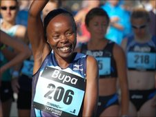 Tegla Loroupe at the start of the 2009 Great North Run