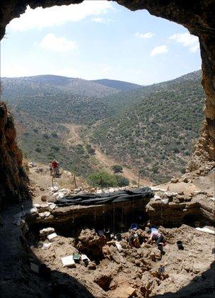 Hilazon Tachtit cave (Munro)