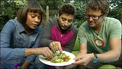 Leah and Ricky try eating crickets with Stefan Gates from Gastronuts