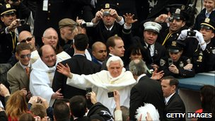 Pope Benedict XVI waves at crowd in New York, 20 April 2008