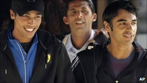 Salman Butt (right), Mohammad Asif (centre) and Mohammad Amir (left) leave their hotel on 1 September